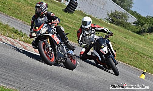 Momentka z proběhlé motoškoly